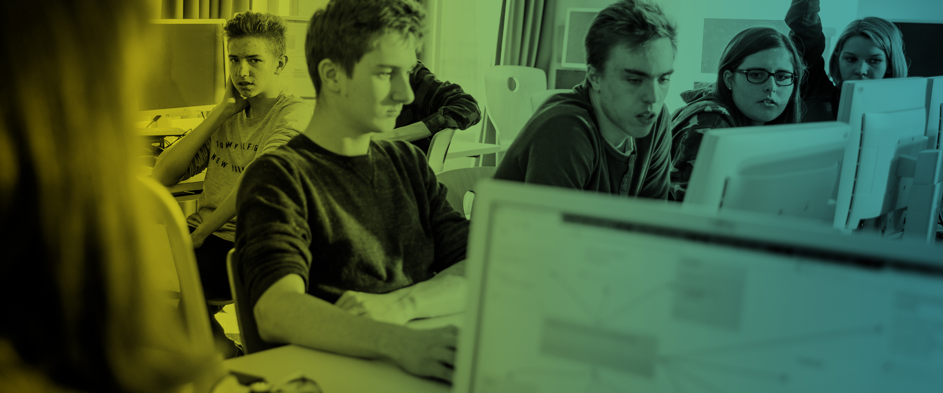 Schüler vor Computern